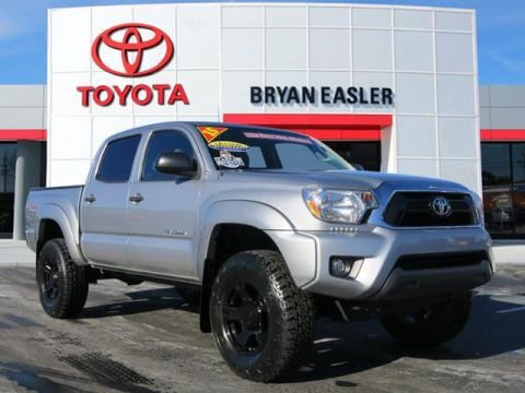 Pre-Owned 2015 Toyota Tacoma V6 4WD